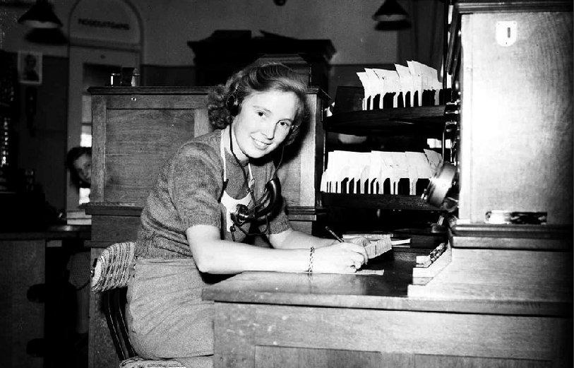 Een telefoniste aan het werk 1946 ben van meerendonk ahf